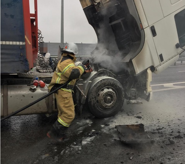 На трассе «Таврида» горел грузовик