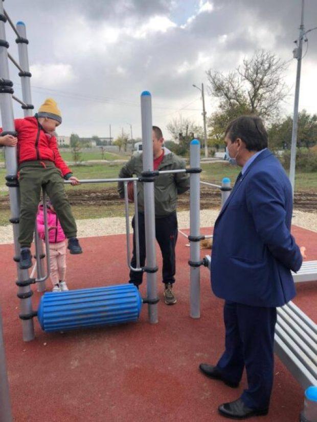 В Красногвардейском районе Крыма до конца года установят 12 новых спортплощадок