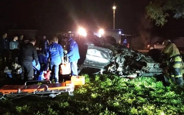 Вечернее ДТП в Евпатории: двое пострадавших и разбитый «Ровер»