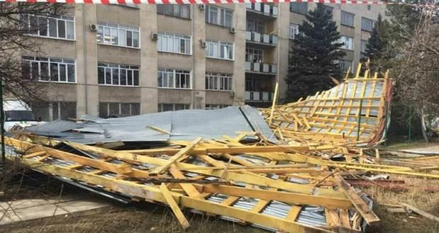 Вполне логическое, но немного затянутое продолжение ЧП со сорванной ветром крышей НИИ в Симферополе