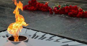 В День Неизвестного Солдата в Симферополе возложили цветы к Вечному огню