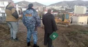 Власти Феодосии запретили собственнику участка в пгт. Орджоникидзе вести строительные работы