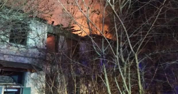 В г. Старый Крым тушили пожар в цехе мебельного комбината