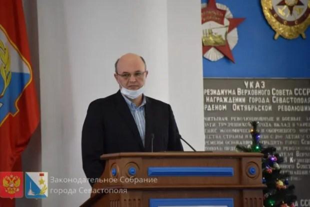 В Севастополе приняли бюджет города. С «кучей» вопросов и без спикера