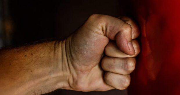 """Ревность тебя мучит... """"Кулачный бой"""" в Севастополе"""