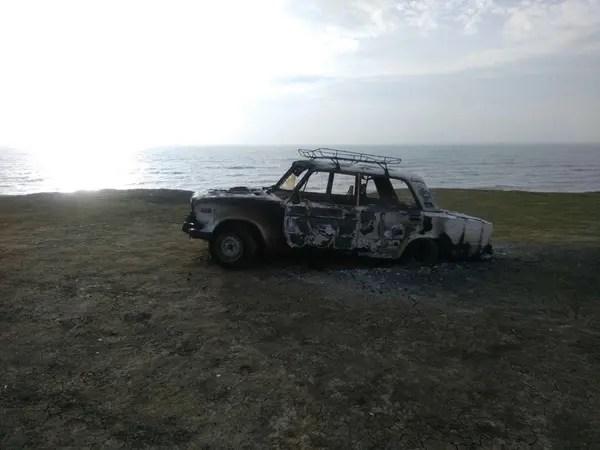 На пляже под Феодосией согрел автомобиль