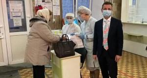 Глава крымского минздрава проверил организацию приема пациентов в Симферопольской поликлинике №3