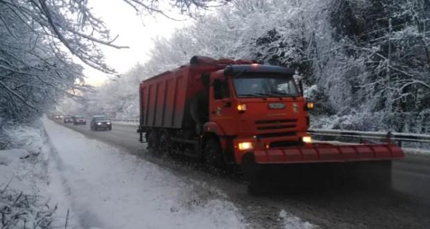 За сутки в Севастополе дорожники обработали более 500 километров дорог