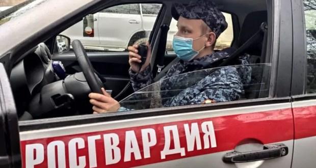 В Севастополе дебшир ломал зеркала чужих автомобилей