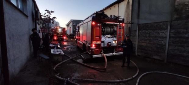 В Симферополе загорелся склад с макулатурой. Тушили пять часов