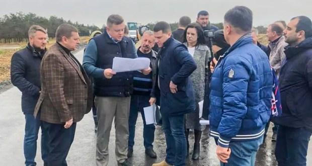В Крыму поменяют подрядчика ремонта Лесного шоссе в Евпатории и Аллеи Дружбы в Заозерном