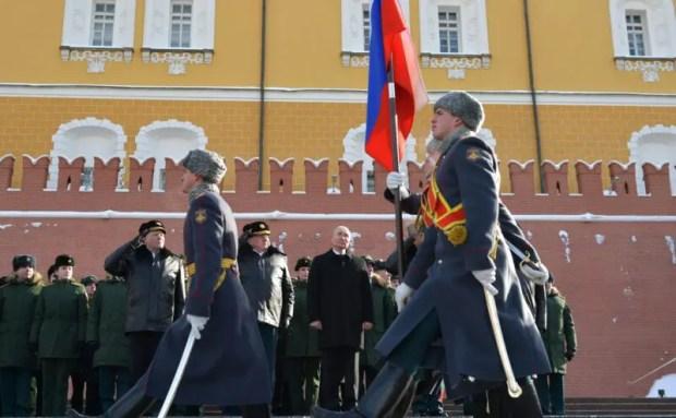 В День защитника Отечества Президент РФ возложил венок к Могиле Неизвестного Солдата