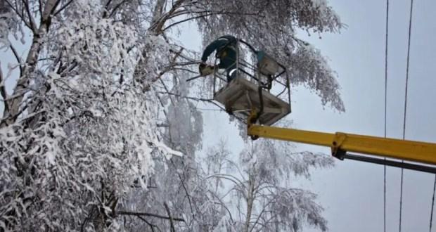 Где сегодня не было электричества в Крыму. Снег «постарался»