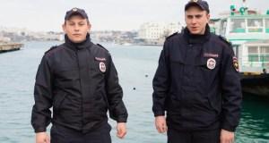 В Севастополе в Артиллерийской бухте едва не утонул человек