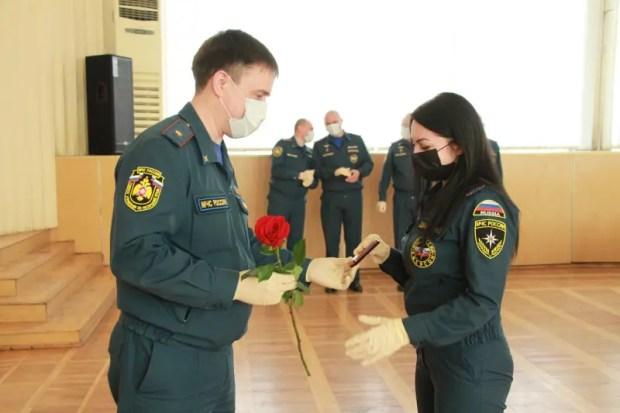 Крымские спасатели чествуют своих коллег – сотрудниц чрезвычайного ведомства
