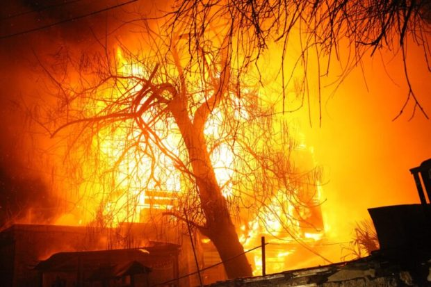Вечерний пожар в Ялте: сгорел дом, без крова остались 11 человек