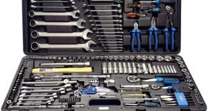 """Набор инструментов для автомобилиста: правила выбора """"чемоданчика на все случаи жизни"""""""