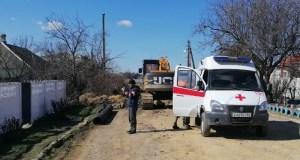 В Керчи откапывали засыпанного грунтом мужчину