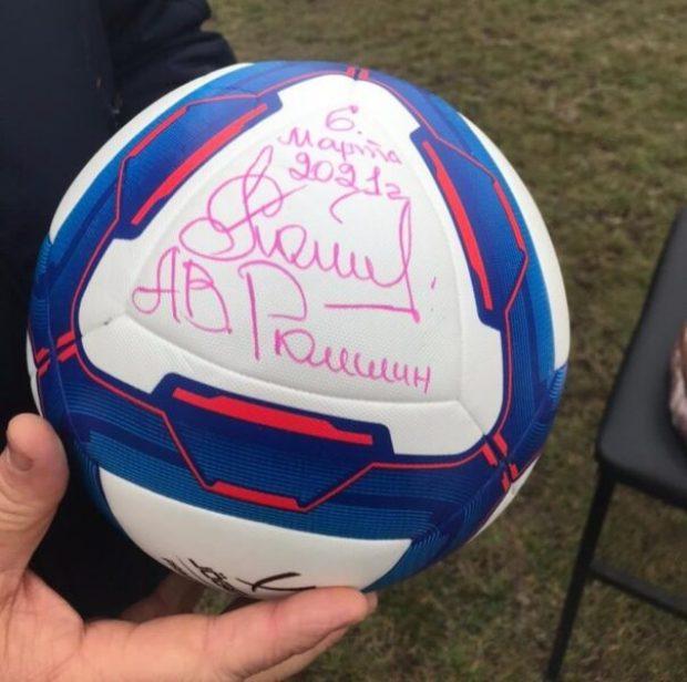 Сельские футбольные команды Крыма получили комплекты формы и мячи