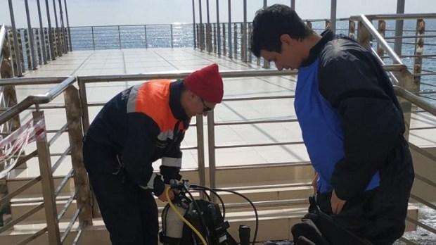 Водолазы «КРЫМ-СПАС» приступили к обследованию и очистке дна акватории пляжей