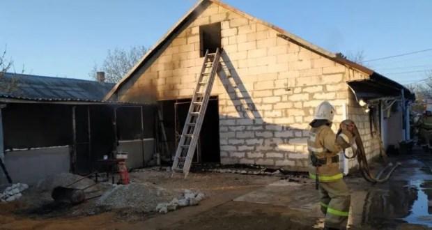 В крымском поселке Гвардейское горел дом. Этот и еще 5 пожаров минувших суток