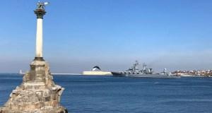 """Ракетный крейсер """"Москва"""" вышел в Черное море"""