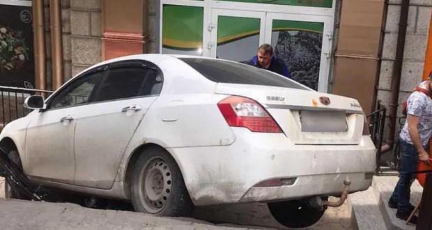В Ялте разыскали водителя, скрывшегося с места ДТП