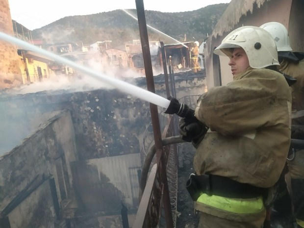 Пожар в курортном поселке Новый Свет. «Привет» хаотичной застройке «гостевых домиков»