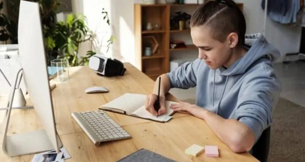 Школьники Севастополя участвуют в онлайн-олимпиаде по финансовой грамотности