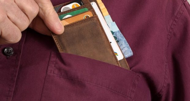 В Евпатории по «горячим следам» задержали подозреваемого в краже денег с банковской карты
