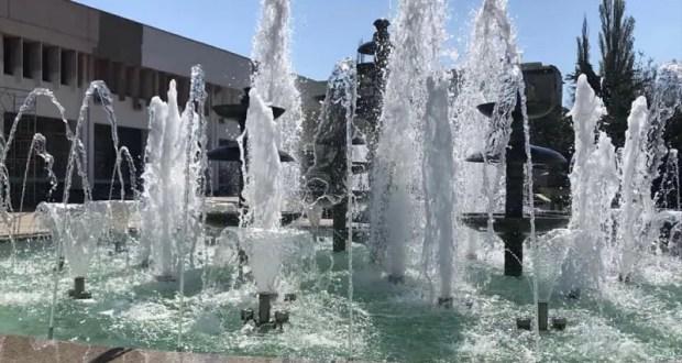 В сквере у симферопольского Дворца культуры профсоюзов заработали фонтаны