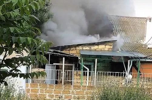 На пожаре в Евпатории сотрудники МЧС спасли женщину