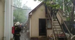 Утренний пожар на территории первой горбольницы Севастополя: загорелась пристройка к храму