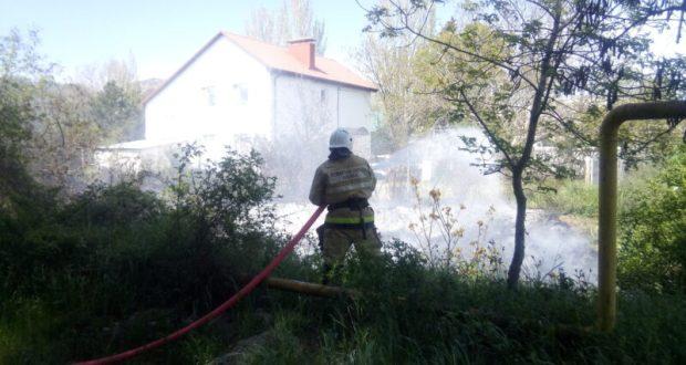 В Щебетовке от огня отстояли жилой дом. Этот и еще 4 пожара минувших суток в Крыму