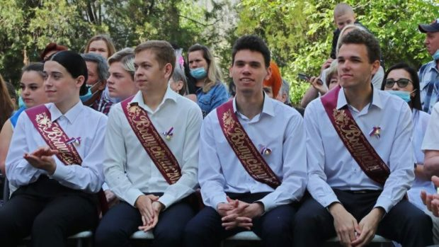 Глава Крыма побывал на празднике Последнего звонка в Симферопольской спецшколе-интернате № 2