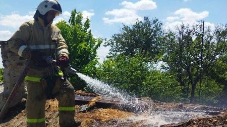 Пожар в Нижнегорском районе - горело частное подворье