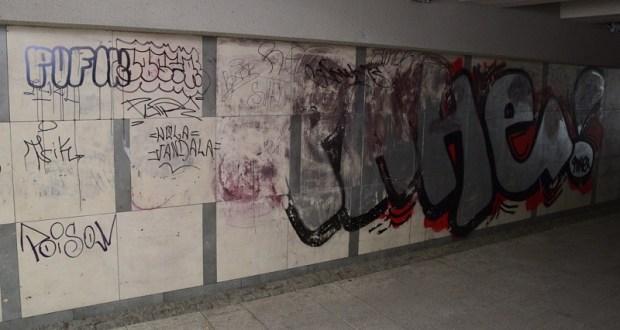 Вандализм – и примета времени, и острая проблема для коммунальщиков Симферополя
