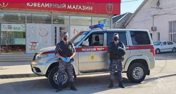 В Крыму заезжий иностранец пытался ограбить магазин ювелирных изделий