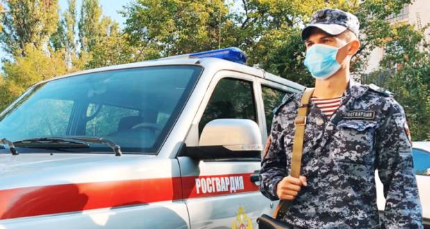 В Севастополе сотрудники Росгвардии задержали мужчину - пытался расплатиться фальшивой купюрой