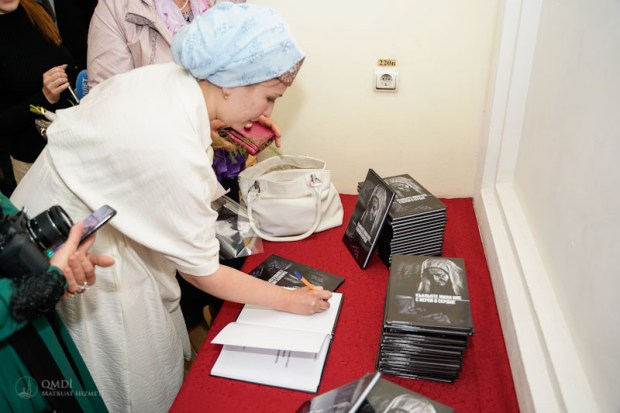 "В Симферополе презентовали книгу «Къальпте иман иле» (""С верой в сердце"")"