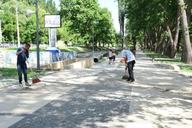 Кто отвечает за содержание и уборку нового симферопольского сквера у Дворца культуры профсоюзов
