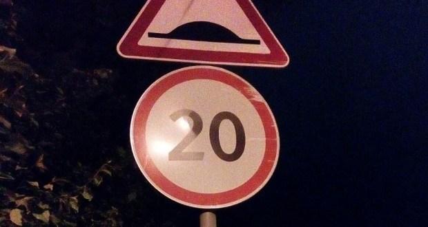 В Симферополе вандалы «расписали» 72 дорожных знака