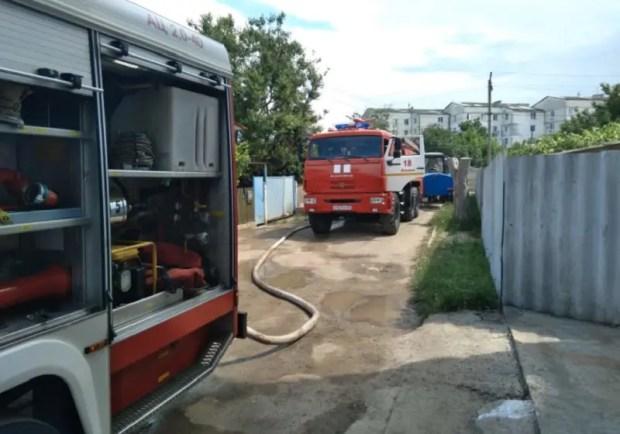 На пожаре в крымском райцентре Ленино спасен женщина