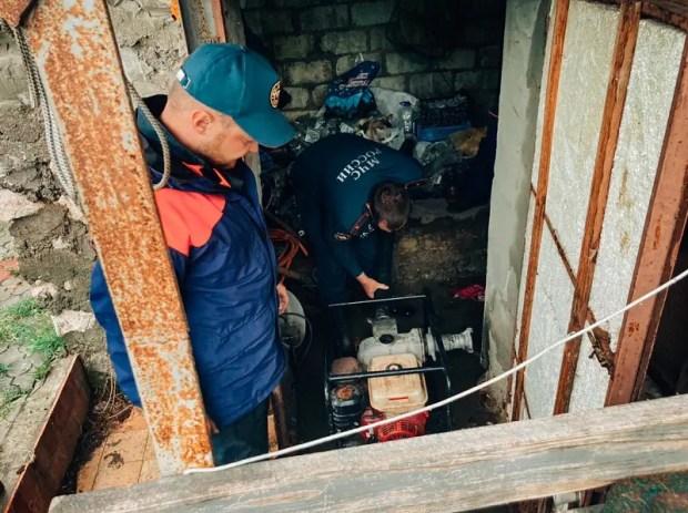 Севастопольские спасатели оказывают помощь в Орлиновском муниципальном округе