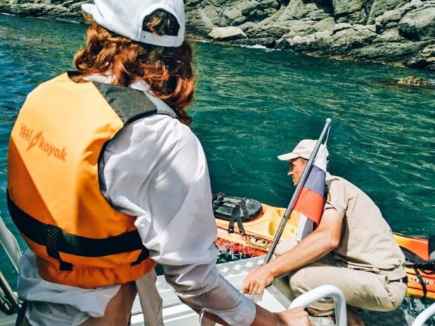 На воде: в Севастополе инспекторы ГИМС МЧС России оказали помощь каякерам