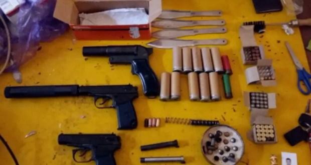 В Севастополе мужчина устроил дома склад боеприпасов и оружия