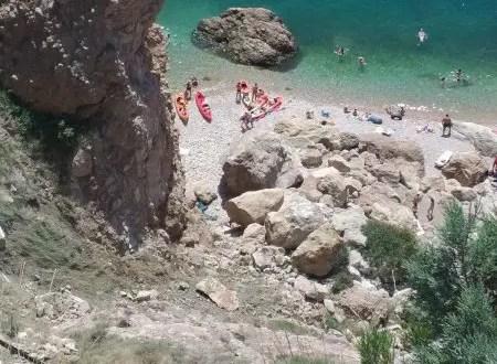 На балаклавском пляже «Васили» - опасность обвалов