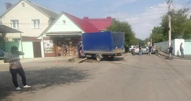 В ДТП в Симферополе пострадали женщина и… магазин