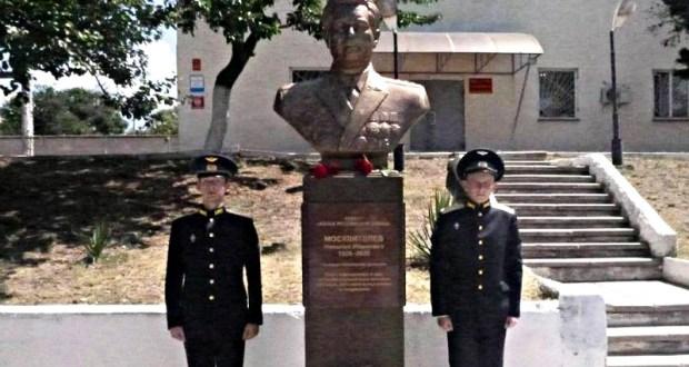 В Севастополе открыли памятник генерал-полковнику авиации Николаю Москвителеву