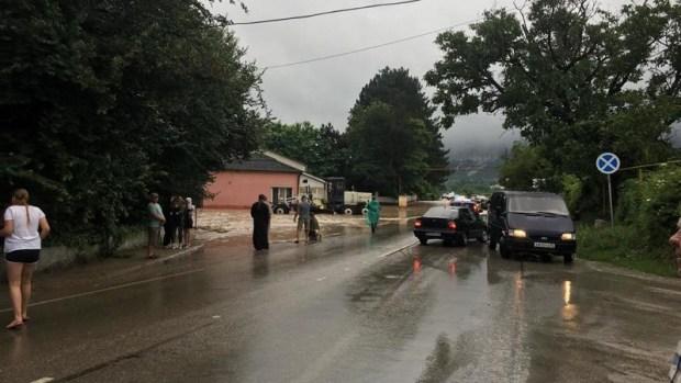 Спасатели установили дамбу на реке Бельбек и расчистили дорогу на Соколиное от селя